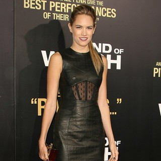 Cody Horn in Los Angeles Premiere of End of Watch - cody-horn-premiere-end-of-watch-04