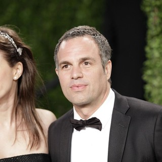 Mark Ruffalo in 2013 Vanity Fair Oscar Party - Arrivals - coigney-ruffalo-2013-vanity-fair-oscar-party-01