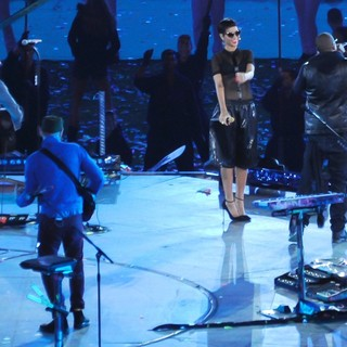 Jay-Z in Closing Ceremony for The Paralympics 2012 - coldplay-rihanna-jay-z-closing-ceremony-for-the-paralympics-2012-01