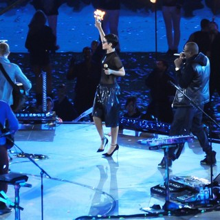 Jay-Z in Closing Ceremony for The Paralympics 2012 - coldplay-rihanna-jay-z-closing-ceremony-for-the-paralympics-2012-02