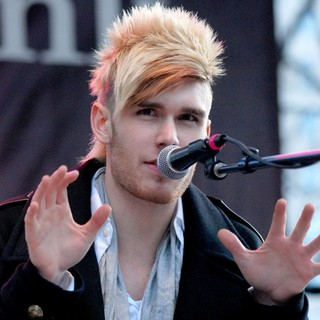 Colton Dixon in Colton Dixon Performs at The BMO Harris Bank Magnificent Mile Lights Festival