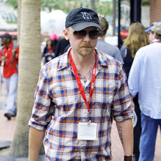 Simon Pegg in Comic Con 2010 - Day 1 - Arrivals