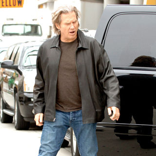 Jeff Bridges in Comic Con 2010 - Day 1 - Arrivals