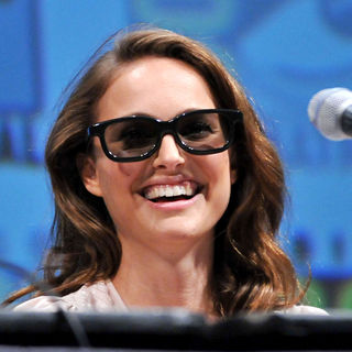 Natalie Portman in Comic-Con 2010 - Day 3 - 'Thor' Press Conference