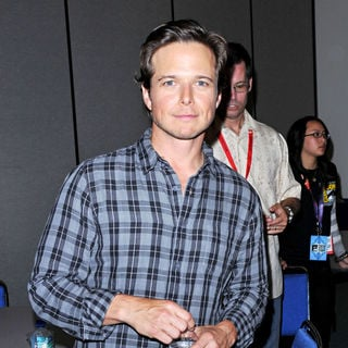 Scott Wolf in Comic-Con 2010 - Day 3 - 'V' Press Conference