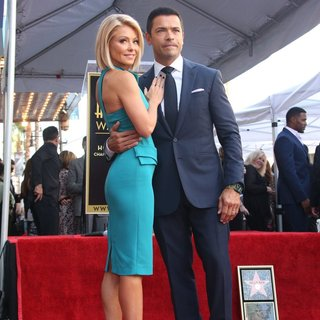 Kelly Ripa, Mark Consuelos in Kelly Ripa Honored with Star on The Hollywood Walk of Fame
