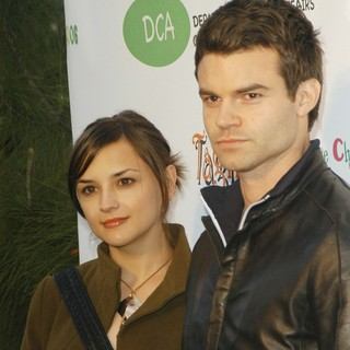 Rachael Leigh Cook, Daniel Gillies in The Opening of The Children's Collection
