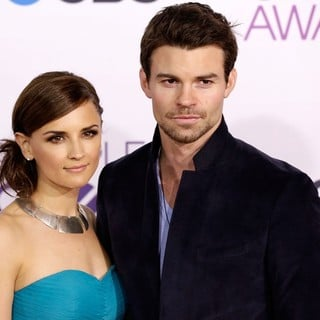 Daniel Gillies in People's Choice Awards 2013 - Red Carpet Arrivals - cook-gillies-people-s-choice-awards-2013-01
