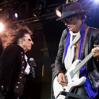 Hollywood Vampires Performing Live