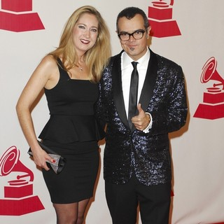 Karen Coronado, Aleks Syntek in 2011 Latin Recording Academy Person of The Year Tribute to Shakira