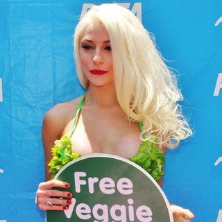 Courtney Stodden in Courtney Stodden Promotes Pink's Hot Dogs New Veggie Dogs in Support of PETA