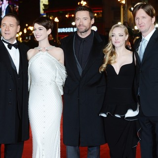 Amanda Seyfried in Les Miserables World Premiere - Arrivals - crowe-hathaway-jackman-seyfried-hooper-uk-premiere-les-miserables-01