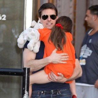 Tom Cruise, Suri Cruise in Tom Cruise and Suri Cruise Leaving The Greenwich Hotel