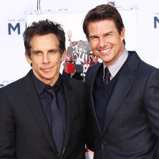 Ben Stiller, Tom Cruise in Ben Stiller Hand and Footprint Ceremony