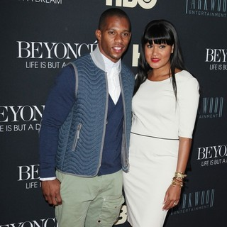Victor Cruz, Elaina Watley in Beyonce: Life Is But a Dream New York Premiere