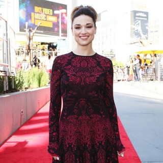 Crystal Reed in 2012 MTV Video Music Awards - Arrivals