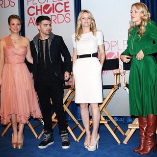 Kaley Cuoco, Joe Jonas, Jennifer Morrison, Busy Philipps in People's Choice Awards 2012 Nominations Press Conference