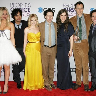 Kaley Cuoco, Kunal Nayyar, Melissa Rauch, Simon Helberg, Mayim Bialik, Jim Parsons, Johnny Galecki in People's Choice Awards 2013 - Press Room