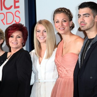 Elisha Cuthbert, Sharon Osbourne, Julianne Hough, Kaley Cuoco, Joe Jonas in People's Choice Awards 2012 Nominations Press Conference