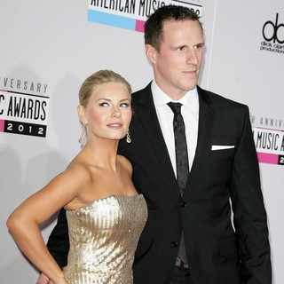Elisha Cuthbert, Dion Phaneuf in The 40th Anniversary American Music Awards - Arrivals