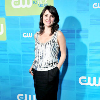 Shiri Appleby in 2010 The CW Network UpFront - Arrivals - cw_upfronts_0013_wenn5483956
