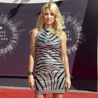 Cynthia Watros in 2014 MTV Video Music Awards - Arrivals