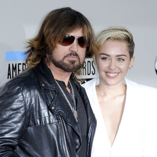 Billy Ray Cyrus, Miley Cyrus in 2013 American Music Awards - Arrivals