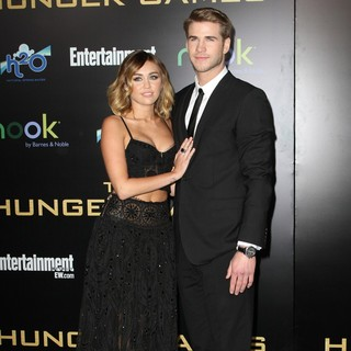 Miley Cyrus, Liam Hemsworth in Los Angeles Premiere of The Hunger Games - Arrivals
