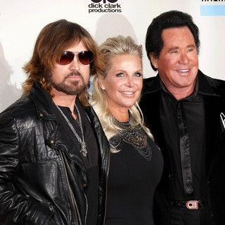 Billy Ray Cyrus, Kathleen McCrone, Wayne Newton in 2013 American Music Awards - Arrivals