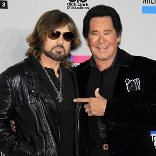 Billy Ray Cyrus, Wayne Newton in 2013 American Music Awards - Arrivals