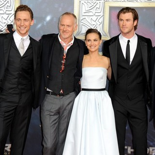 Louis D'Esposito, Tom Hiddleston, Alan Taylor, Natalie Portman, Chris Hemsworth, Kevin Feige in German Premiere of Thor: The Dark World