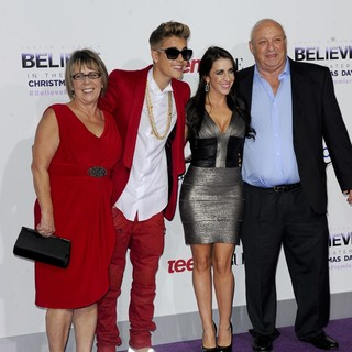 Diane Dale, Justin Bieber, Pattie Lynn Mallette, Bruce Dale in Open Road Films Justin Bieber's Believe Memoir and Concert Film Presented by Teen Vogue