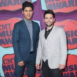 Dan + Shay in 2014 CMT Music Awards - Arrivals - dan-shay-2014-cmt-music-awards-01