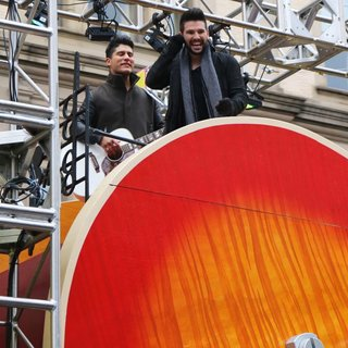 Dan + Shay in 88th Macy's Thanksgiving Day Parade - dan-shay-88th-macy-s-thanksgiving-day-parade-01