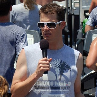 Daniel Tosh in Daniel Tosh Hosts A Treadmill Marathon