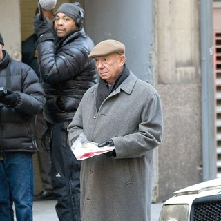 Dann Florek in The Film Set of  Law and Order: Special Victims Unit - dann-florek-set-law-and-order-svu-01