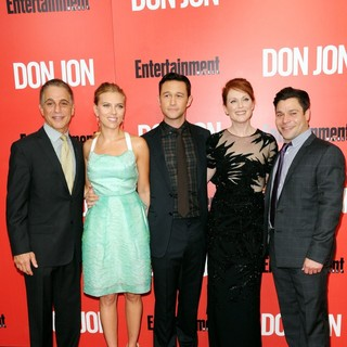 Tony Danza, Scarlett Johansson, Joseph Gordon-Levitt, Julianne Moore, Jeremy Luke in New York Premiere of Don Jon - Red Carpet Arrivals