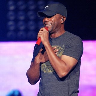 Darius Rucker in Darius Rucker Performing on New Year's Eve