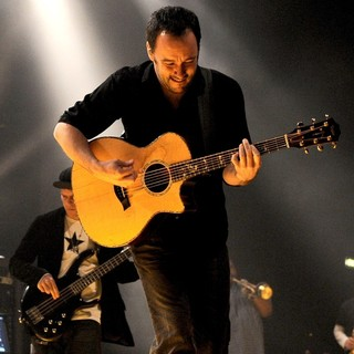 Dave Matthews Band Performing Live at PalaSharp - dave-matthews-band-performing-live-at-palasharp-16