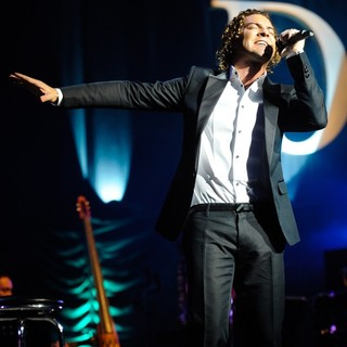 David Bisbal Performs