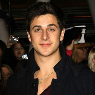 David Henrie in The Twilight Saga's Breaking Dawn Part I World Premiere - david-henrie-premiere-breaking-dawn-1-01