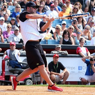 David Nail in 2013 City of Hope Celebrity Softball Challenge