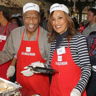 Billy Davis Jr., Marilyn McCoo in The Los Angeles Mission's Thanksgiving for Skid Row Homeless
