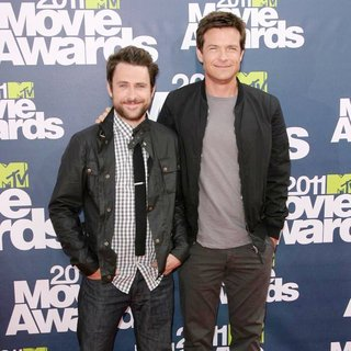 Charlie Day, Jason Bateman in 2011 MTV Movie Awards - Arrivals
