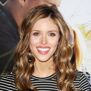 Kayla Ewell in The Los Angeles Premiere of 'Dear John' - Arrivals