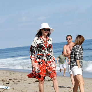 Debra Messing in Debra Messing Was Spotted Relaxing with Friends on Malibu Beach on Independence Day