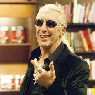 Dee Snider in Dee Snider Signs Copies of His Book Shut Up and Give Me the Mic