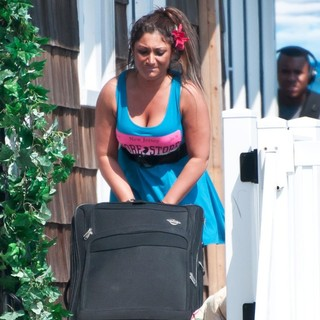 Deena Nicole in The Jersey Shore Cast Move Out of Their Home