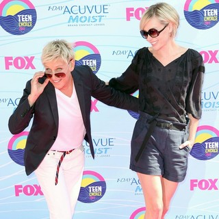 Ellen DeGeneres, Portia de Rossi in The 2012 Teen Choice Awards - Arrivals