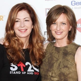 Dana Delany, Anne Sweeney in Stand Up To Cancer 2012 - Arrivals